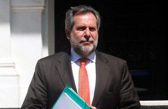 Παραιτήθηκε (για να διεκδικήσει την προεδρία του ΠΑΣΟΚ) ο Παπουτσής...