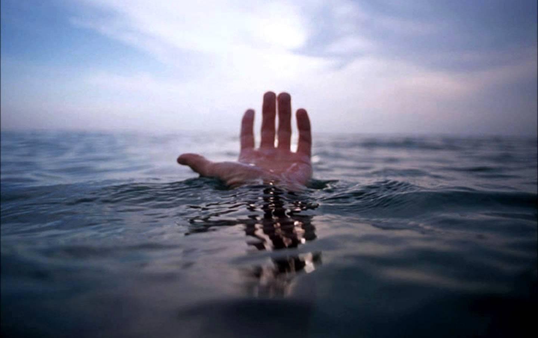 Мастер спорта поплаванию потонул вовремя массового заплыва через Волгу
