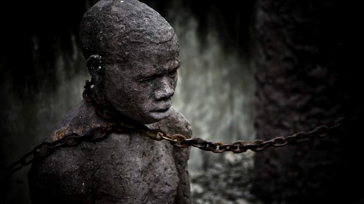 http://im1.7job.gr/sites/default/files/imagecache/1200x675/article/2017/21/228950-slaves.jpg
