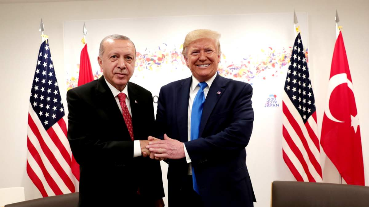 https://im1.7job.gr/sites/default/files/imagecache/1200x675/article/2019/35/299290-trump_erdogan.jpg