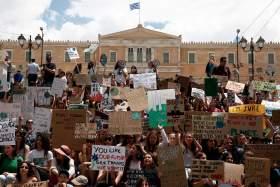 Οι μαθητές διαδήλωσαν για το κλίμα στο κέντρο της Αθήνας [Φωτογραφίες]