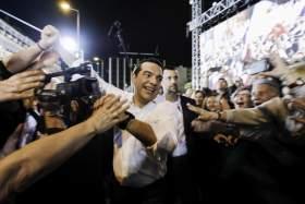 Τσίπρας: «Στεκόμαστε μπροστά στον λαό με το κεφάλι ψηλά»