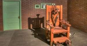 Αποφεύγοντας την ηλεκτρική καρέκλα - Του Στέλιου Κούλογλου