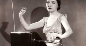 Κλάρα Ρόκμορ: Η βιρτουόζος του θέρεμιν