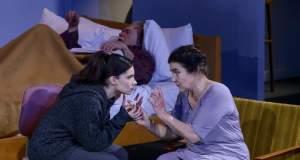 Tvxs Κριτική: «Ξένοι» του Σέρτζι Μπελμπέλ στο Εθνικό Θέατρο – Κτίριο Rex/Νέο Rex