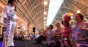 Elvis Express: Με τον Έλβις στον σιδηροδρομικό σταθμό του Σίδνεϊ [ΦΩΤΟ]