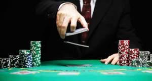 Οι κορυφαίοι του πόκερ εναντίον ρομπότ: Μοίρασε…