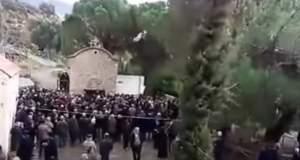 Βροχή οι σφαίρες σε κηδεία ηγούμενου στην Κρήτη [Βίντεο]