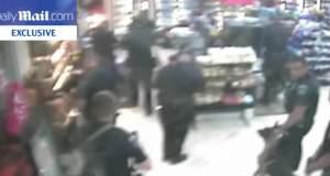 ΗΠΑ: Δέκα αστυνομικοί δολοφονούν εν ψυχρώ ένα ψυχικά ασθενή άντρα [Βίντεο]