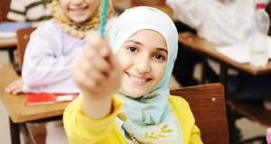 «Μαμά, γιατί το κοριτσάκι φοράει μαντήλα;»: Πώς να μιλήσετε στο παιδί για τη διαφορετικότητα