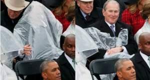 Όταν ο Μπους τα έβαλε με ένα... αδιάβροχο [ΒΙΝΤΕΟ]