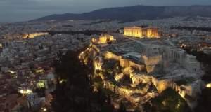 Ένα υπέροχο ξημέρωμα στην Αθήνα υπό τους ήχους της λατέρνας [Βίντεο]