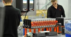 Ηλεκτρικά αυτοκίνητα: Εξαρτημένες από τις μπαταρίες οι τιμές τους