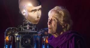 Ένα ανθρωποειδές ρομπότ περιοδεύει στα θέατρα της Αγγλίας