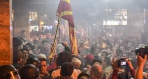 Έκρυθμη η κατάσταση στα Σκόπια μετά τα βίαια επεισόδια στο κοινοβούλιο