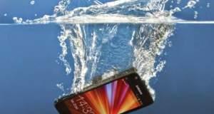 Ήρθε η συσκευή που θα σώσει το κινητό σας εάν πέσει στο νερό! [ΒΙΝΤΕΟ]