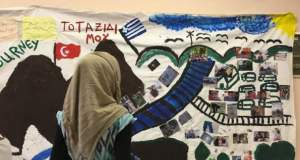 Γυναίκες πρόσφυγες με τα παιδιά τους στην Ακρόπολη