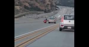 ΗΠΑ: Μια κλωτσιά σε αυτοκίνητο εν κινήσει οδήγησε στο χάος [Βίντεο]