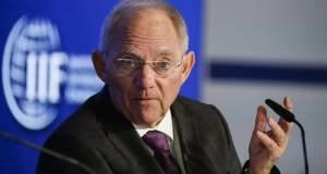 Σόιμπλε: «Πρόθυμος» να απαντήσει για την Ελλάδα στην Μπούντασταγκ
