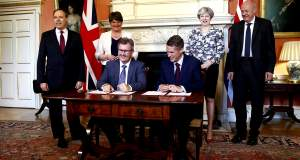 Συμφωνία για σχηματισμό κυβέρνησης στη Βρετανία: Ένα δισ. δίνουν οι Τόρις στους Βορειοϊρλανδούς