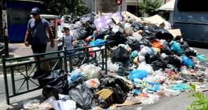 Πολιτικά παιχνίδια με τα σκουπίδια