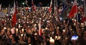 Πολωνία: Μαζικές διαδηλώσεις κατά της κυβερνητικής «επέλασης» στην Δικαιοσύνη