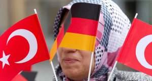 Γκάμπριελ προς Τούρκους Γερμανίας: «Μας ανήκετε»