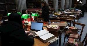 Δυο νέοι δημιουργούν μια πολυπολιτισμική βιβλιοθήκη στο κέντρο της Αθήνας