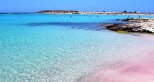 Μια ελληνική στις 10 πιο πολύχρωμες παραλίες του κόσμου
