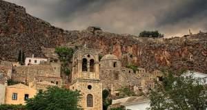 Μεσαιωνική μαγεία στις ελληνικές καστροπολιτείες