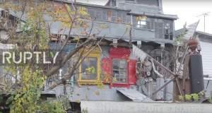 Λευκορώσος χτίζει επί 20 χρόνια το σπίτι του... με σκουπίδια [Βίντεο]