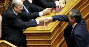 Μητσοτάκης και Σαμαράς ζητούσαν αποφυλάκιση των χουντικών
