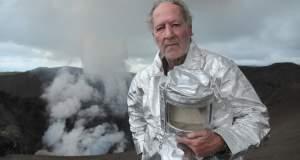 Into the Inferno: Ο Βέρνερ Χέρτζογκ παίζει με τη φωτιά στη σκιά των μυθικών ηφαιστείων