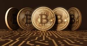 «Έσπασε» το φράγμα των 8.000 δολαρίων το bitcoin