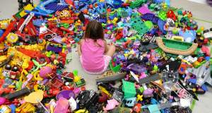 Γιατί τα πολλά παιχνίδια καταπνίγουν τη δημιουργικότητα των παιδιών
