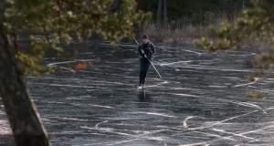 Κάνοτας wild ice skating στην παγωμένη λίμνη [ΒΙΝΤΕΟ]