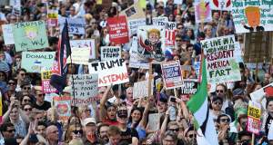 Οι Βρετανοί διαδήλωσαν μαζικά κατά του Τραμπ [Βίντεο]