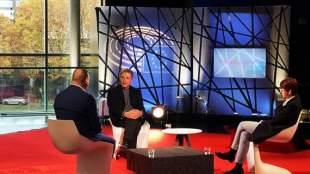 Kούλογλου στη γαλλική τηλεόραση: Μαντάμ, η βασίλισσα είναι γυμνή
