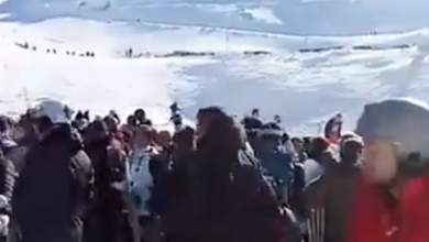 Xάος στο χιονοδρομικό του Παρνασσού - Πιάστηκαν στα χέρια στις ουρές [ΒΙΝΤΕΟ]
