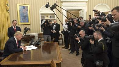 O Τραμπ υπέγραψε το πρώτο προεδρικό διάταγμα για κατάργηση του Obamacare