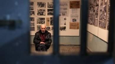 Ο Περικλής Κοροβέσης επιστρέφει στο κελί των βασανιστηρίων [BINTEO]