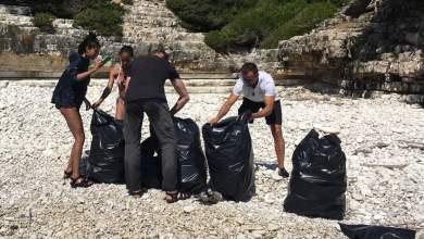 Η οικογένεια του Γουίλ Σμιθ μάζεψε σακούλες σκουπίδια από τις παραλίες των Αντίπαξων [ΦΩΤΟ]