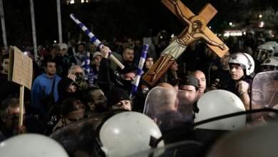 Με σημαίες, εικόνες και θυμιατήρια εναντίον της «Ώρας του διαβόλου» [ΦΩΤΟ+ΒΙΝΤΕΟ]
