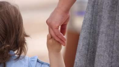 Φωτίου: Επιταχύνονται οι διαδικασίες υιοθεσίας και αναδοχής παιδιών