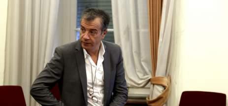 Αποτέλεσμα εικόνας για Ο Σταύρος Θεοδωράκης εισηγείται αποχώρηση από το ΚΙΝΑΛ;