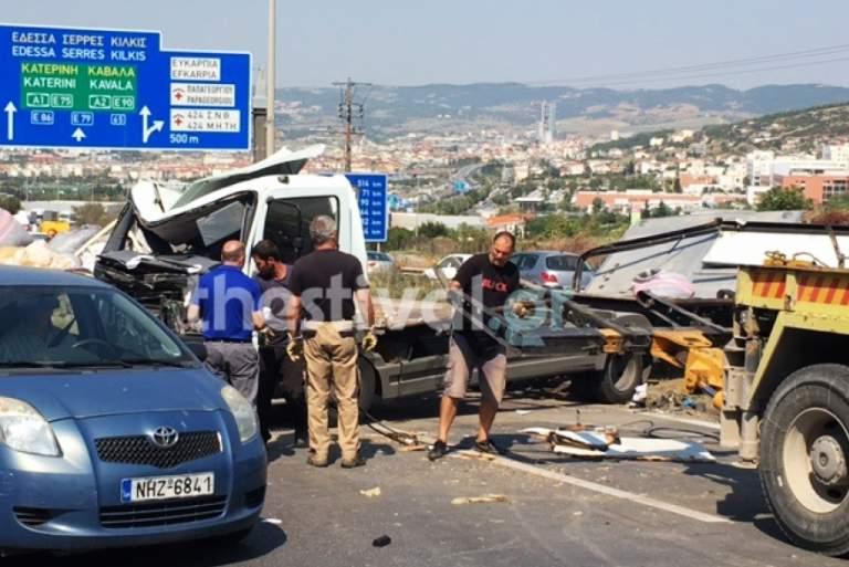 Ένας νεκρός και πέντε τραυματίες σε τροχαίο στον περιφερειακό της Θεσσαλονίκης [Βίντεο]