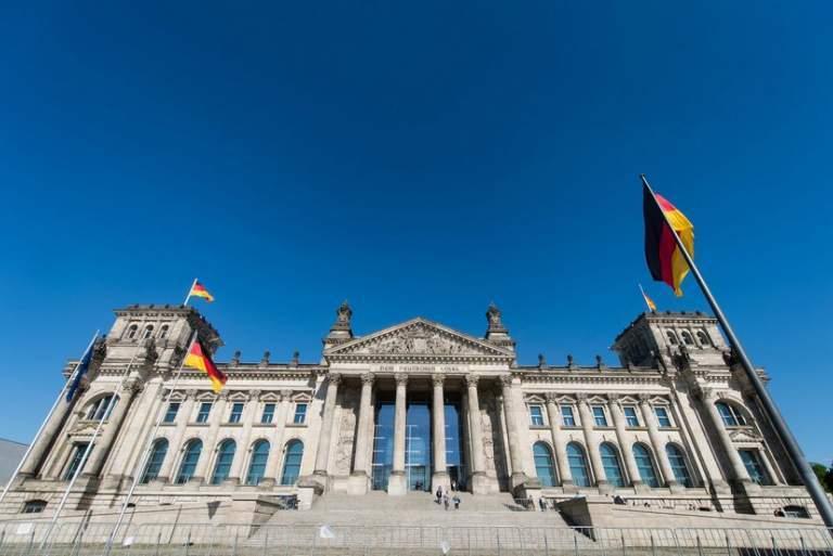 Το Βερολίνο «κόβει» το ευρωομόλογο αλλά λέει «ναι» σε Ευρωπαϊκό Νομισματικό Ταμείο