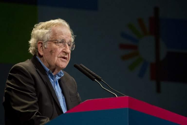 Τσόμσκι για τον COVID-19: Η τελευταία, μεγαλειώδης αποτυχία του νεοφιλελευθερισμού