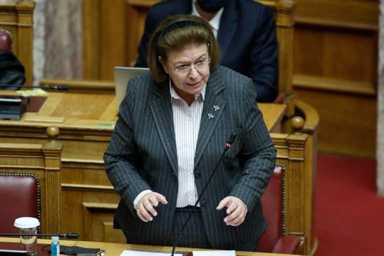 Η Μενδώνη παραδέχθηκε την παραθεσμική επίσκεψή της στην πρόεδρο του ΣτΕ