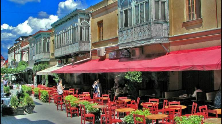 Airbnb: Αυτές είναι οι 25 πιο φθηνές πόλεις της Ευρώπης σε καταλύματα,με τιμές από 28 ευρώ